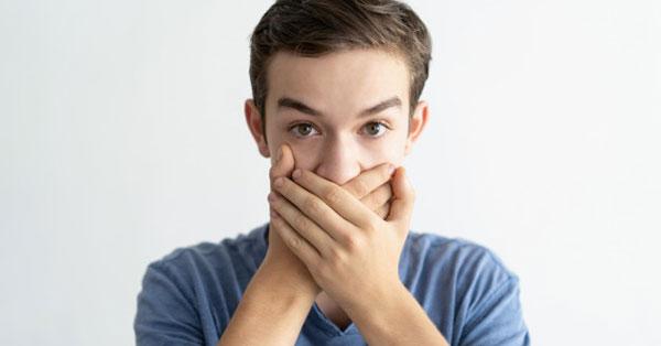 Rossz lehelet eltávolítani, Gyulladás vagy kiesett tömés is okozhat rossz leheletet