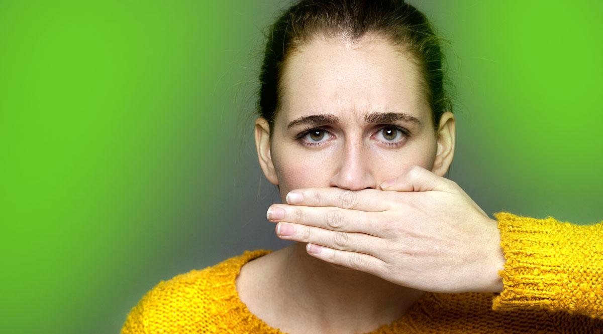 rossz szaga van a szájból, mint a gyomorral)